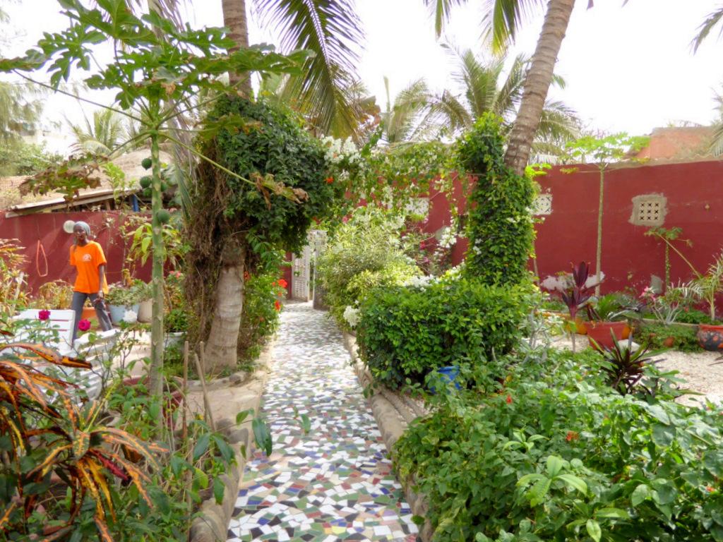 S journez l 39 auberge yaadikoone sur l 39 le de ngor for Le jardin dakar